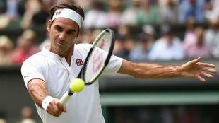 Federer conecta una volea