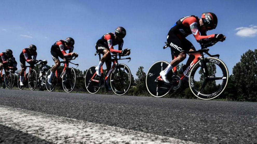 El BMC durante la contrarreloj por equipos del Tour de Francia.