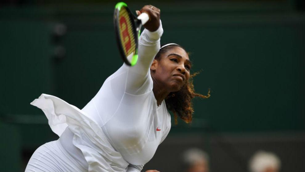 Serena conecta un saque
