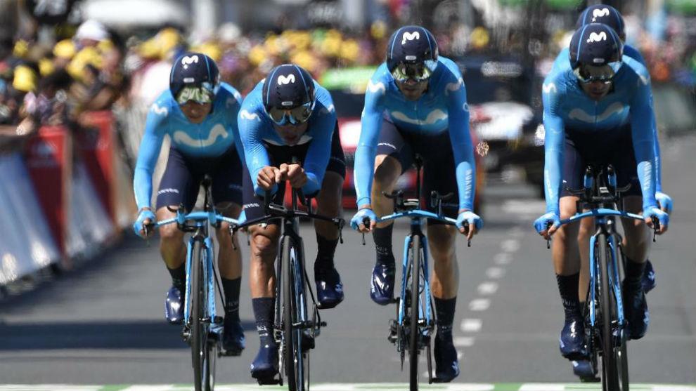 El Movistar Team entrando en la meta de la crono por equipos.
