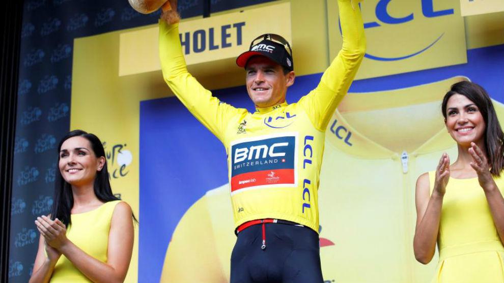 Van Avermaet en el podio como nuevo líder del Tour de Francia.