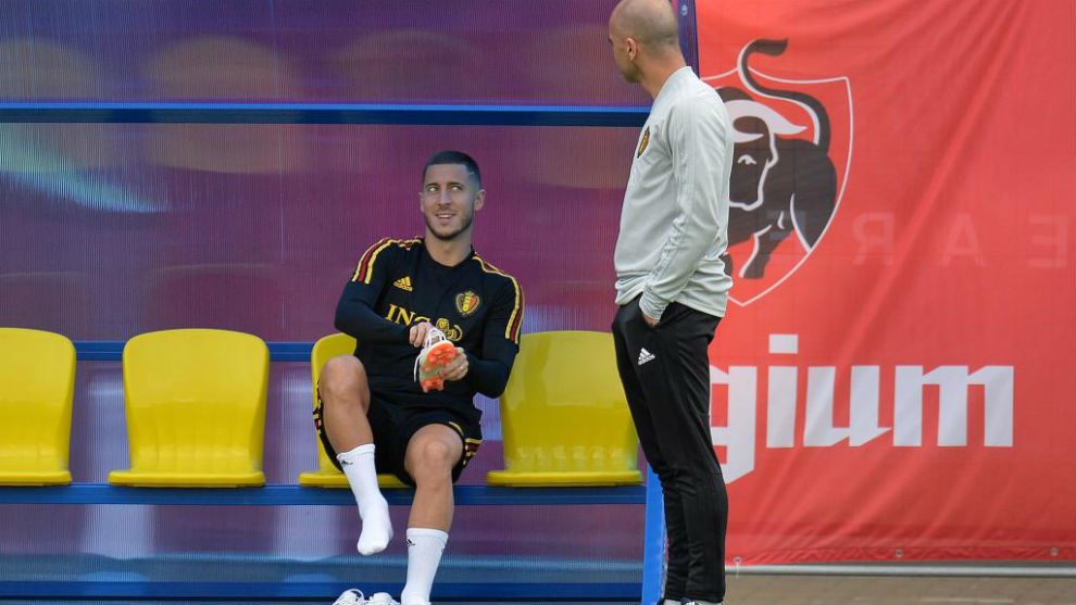 Hazard talks with Roberto Martinez.