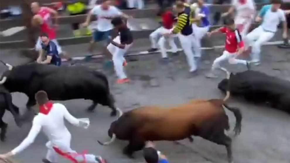 Los Fuente Ymbro en acción en el cuarto encierro de San Fermín 2018