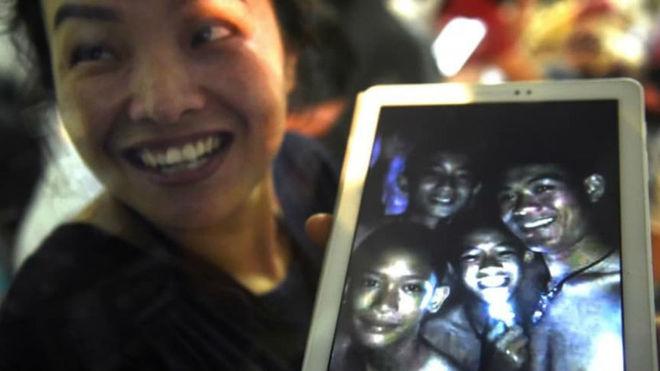 Rescatados con éxito los 12 niños atrapados en la cueva de Tailandia