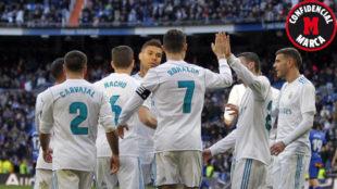 Cristiano, felicitado por sus compañeros tras marcar un gol