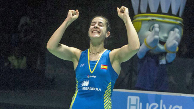 Carolina Marín celebrando su cuarto Europeo en Huelva.
