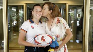 Blanca Fernández Ochoa besa a su hija Olivia