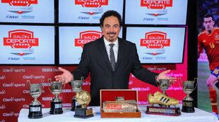 Hugo Sánchez fue galardonado con el Premio MARCA durante abril del...