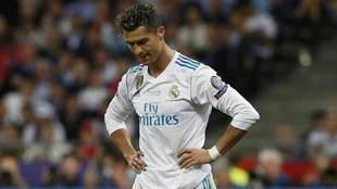 Cristiano Ronaldo, cabizbajo en la final de la Champions ante el...