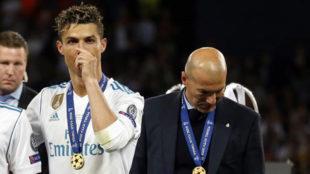 Cristiano y Zidane, tras ganar la Champions en Kiev