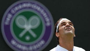 Federer mira al cielo