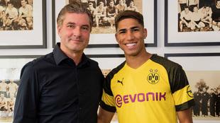 Achraf ya posa como jugador del Borussia