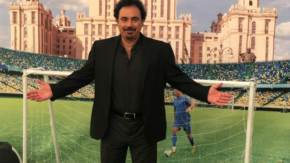 Hugo Sánchez posa para MARCA en Moscú.