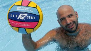 Felipe Perrone posa para MARCA en la concentración de la selección...