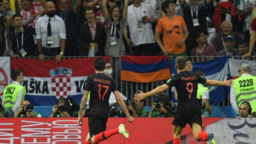 Manzukic y Kramaric celebran el 2-1 croata.