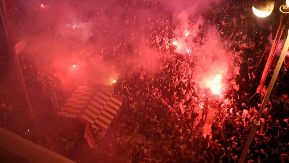 Los aficionados de Croacia tomaron las calles de Zagreb tras el...