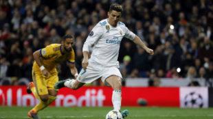 Cristiano Ronaldo, a punto de marcar el penalti con el que eliminó a...