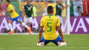 Casemiro celebra un gol de su selección contra México, en el...
