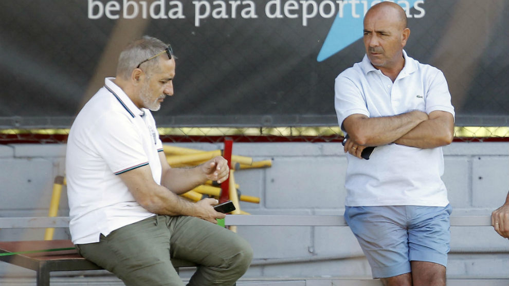 Tomás Reñones y Pedro Pablo charlan en el entrenamiento del jueves.