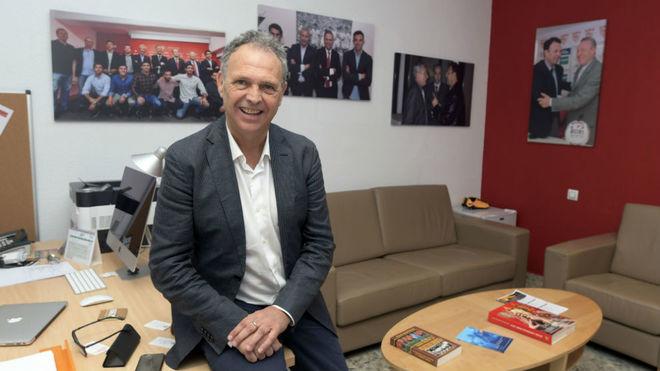 Joaquín Caparrós posa para MARCA en su despacho.