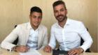 Óscar Rodríguez y René Ramos firmando la renovación con el Real...