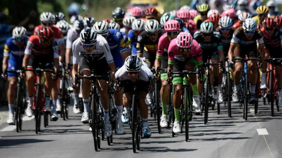 Pelotón del Tour de Francia durante la etapa 6