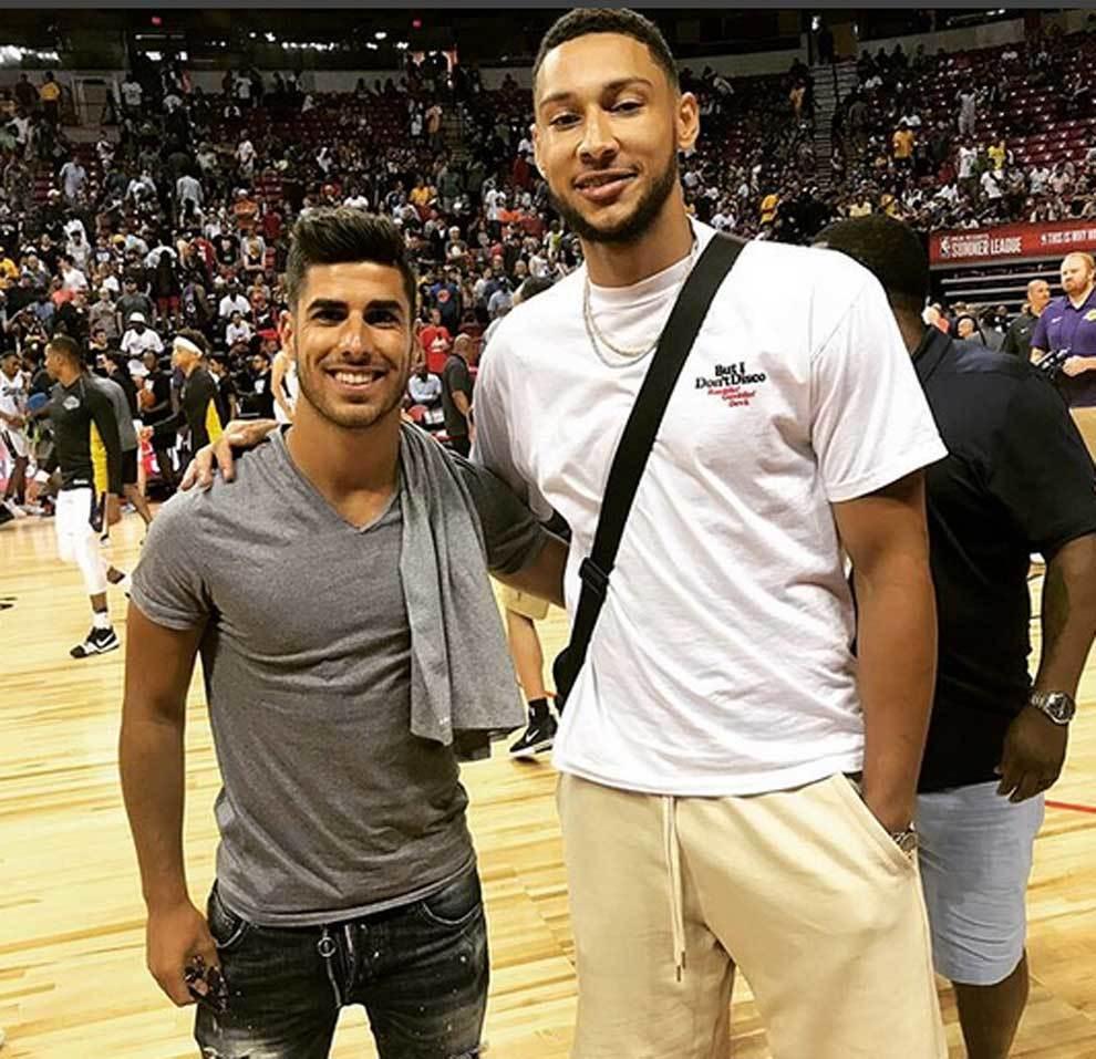 Marco Asensio posando junto a Ben Simmons en la NBA Summer League de...