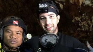 Fernando Raigal, junto a un compañero tailandés.