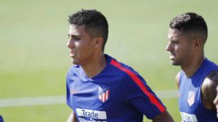 Rodri, acompañado de Vitolo.