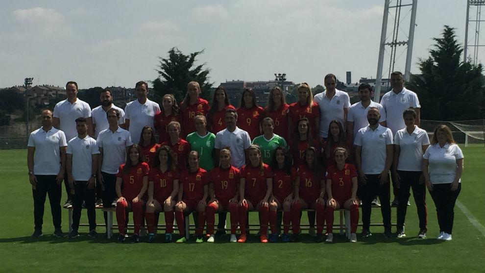 Foto de familia de la selección Sub'19 que disputará el Europeo de...