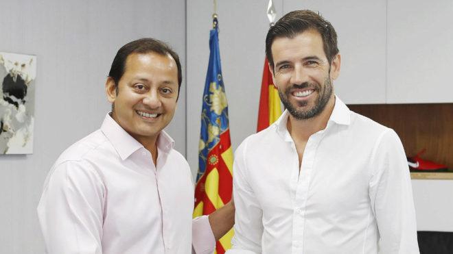 Valencia cf albelda explica al valencia su candidatura a for Federacion valenciana de futbol