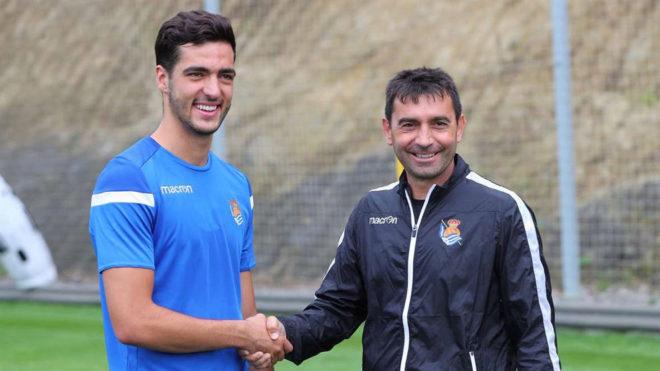 Mikel Merino saluda a Garitano.
