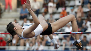 Mireya Lasitskene, durante un salto