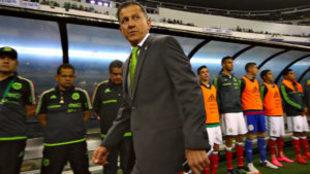 Juan Carlos Osorio durante un partido de las eliminatorias...