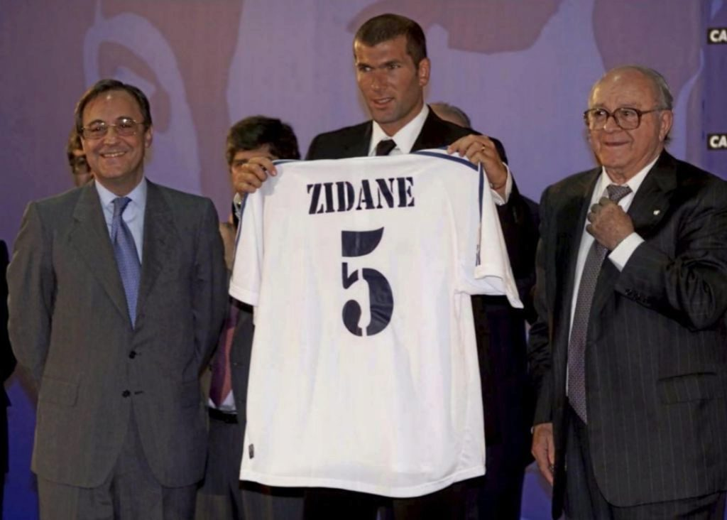 Resultado de imagen para zidane en el real madrid 2001