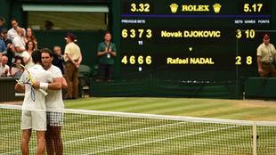 Djokovic y Nadal se abrazan en la red