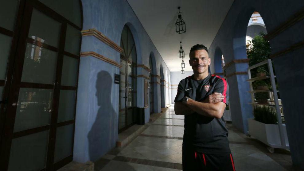 Roque Mesa posa para MARCA en la concentración del Sevilla en...