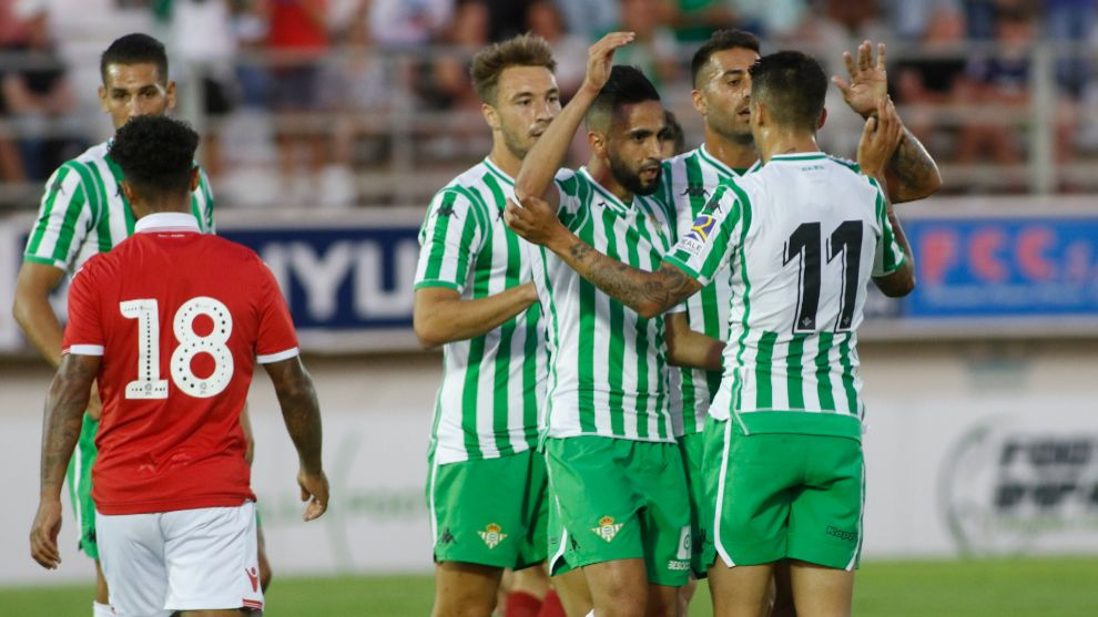 Boudebouz, felicitado por su gol