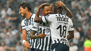 Avilés Hurtado festeja un gol en un partido de pretemporada.