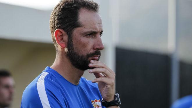 Pablo Machín, atento al juego en el primer amistoso.