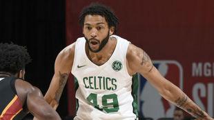 Pierria Henry jugando en las Ligas de Verano con los Celtics