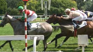 Los caballos españoles, en el momento de cruzar la meta.