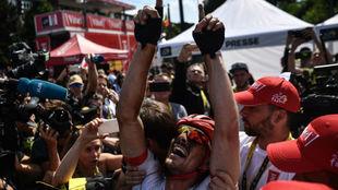Degenkolb celebrando la victoria de etapa.