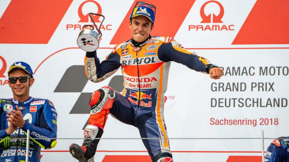 Márquez celebra su noveno triunfo en Sachsenring y Rossi aplaude...