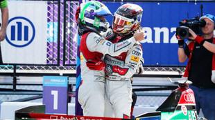 Los pilotos de Audi, Di Grassi y Abt, abrazados al final de la carrera
