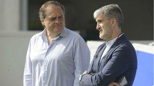 Jokin Aperribay (izquierda), con Roberto Olabe, director deportivo de...