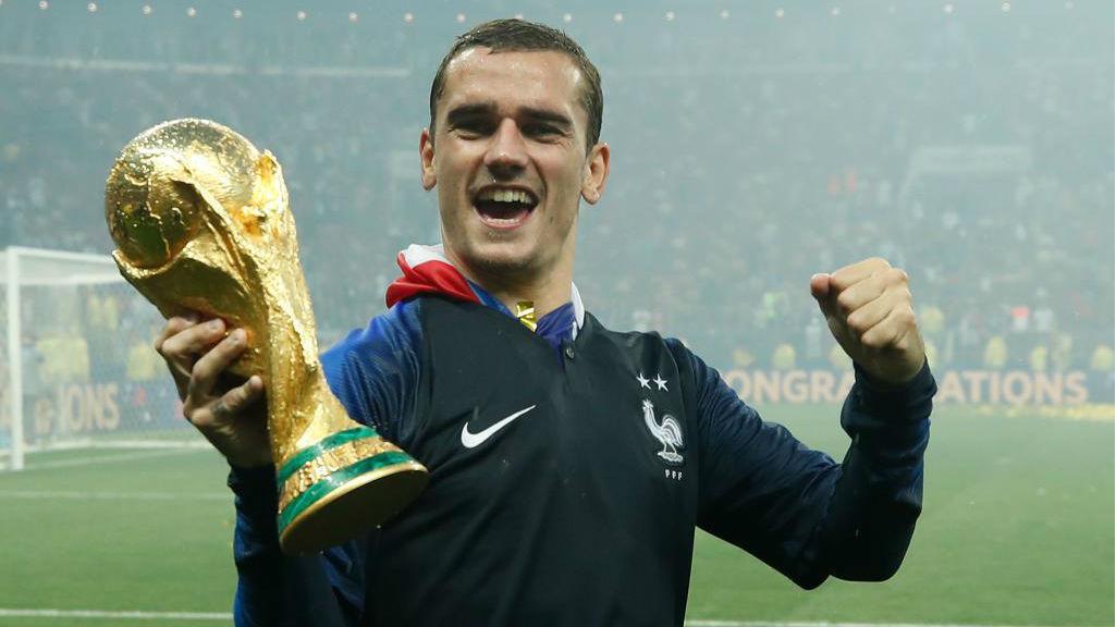 Antoine Griezmann celebra su conquista de la Copa del Mundo con...