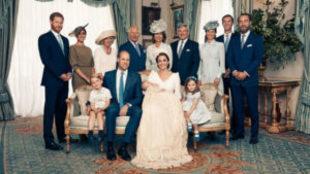Foto oficial cedida por los duques de Cambridge del día del bautizo...
