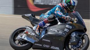 Álex Márquez, probando la Kalex con motor Triumph.