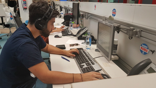 El alumno Paco González, durante sus prácticas en Radio MARCA